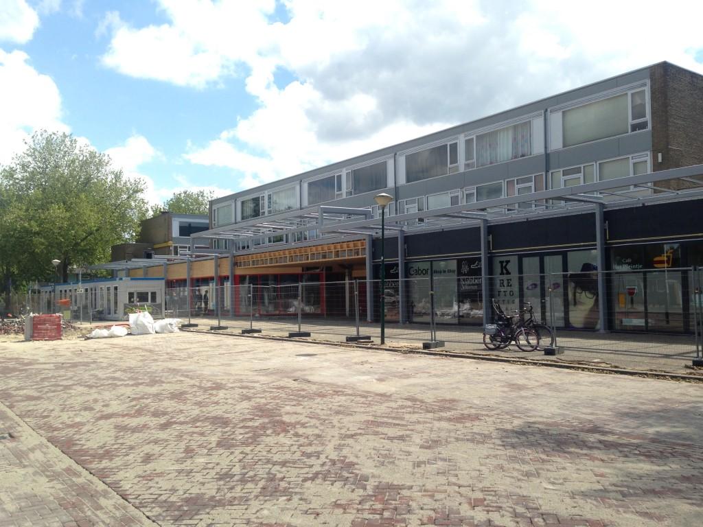 Stalengalgen winkelcentrum merveldveldplein zijn geplaatst_ nu nog het glas en de reclame